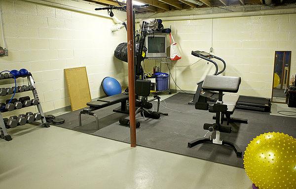 Montar un gimnasio en casa qu necesito - Casa con gimnasio ...