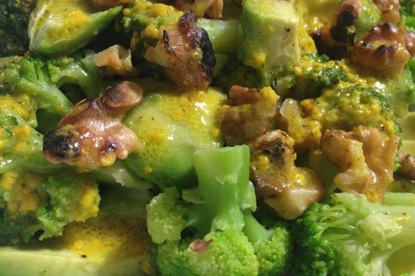 ensalada brocoli aguacate nueces