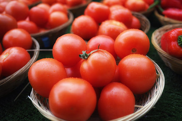 calorías del tomate