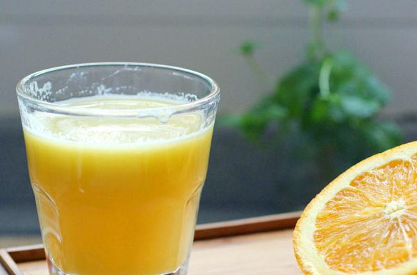 zumo de naranja en ayunas